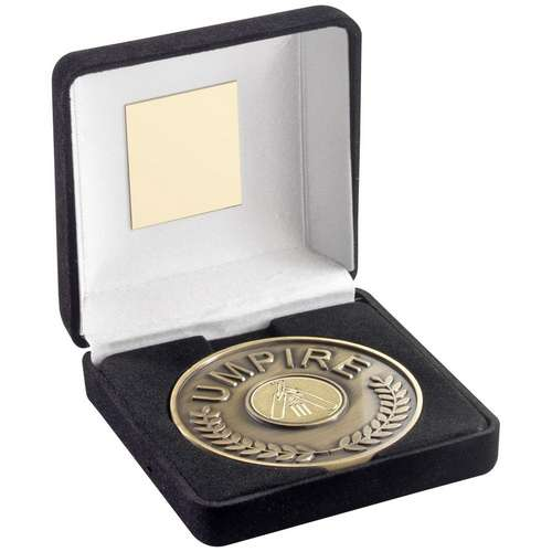 70mm cricket umpire medallion in black velvet box